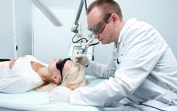 Атерома в мочке уха: лечение, методы удаления, профилактика, фото