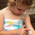 Обзор негормональных и гормональных мазей и кремов от аллергии на коже для детей