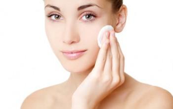Очищение кожи перед нанесением йода