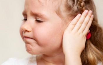 Прыщ в ухе вызывает дискомфорт