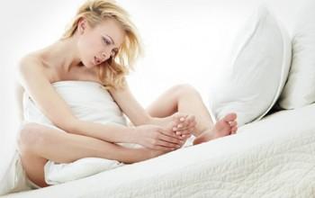 Сухая мозоль между пальцами ног